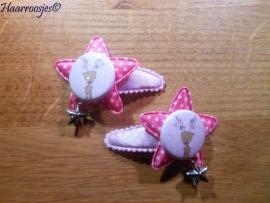 Haarspeldjes, peuter/kleuter, lichtroze polkadot met fuchsia roze ster, een rendier en een bedeltje.