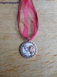 Kettinkje F.rozen, fuchsia roze.