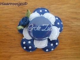 Haarlokspeldje, donkerblauw polkadot , wit kanten bloem, 'Grote zus' en donkerblauw roosje.