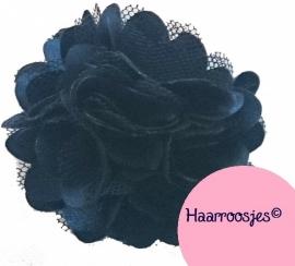 Haarbloem, donkerblauw met satijn en tule.