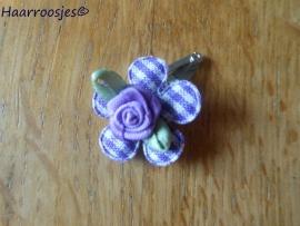 Haarspeldje, new born, met een paars geruit bloemetje en een lila roosje.