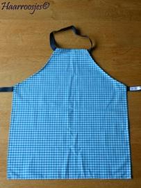 Kinderschortje blauw geruit, gemaakt op bestelling.