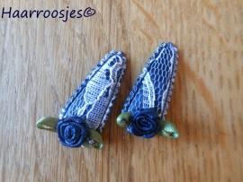Haarspeldjes, baby, donkerblauw kant met donkerblauw roosje.