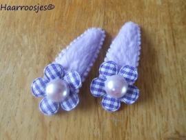 Haarspeldjes, peuter/kleuter, paars fluweel met paars geruit bloemetje en parel.