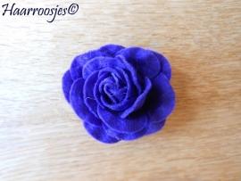 Haarbloem, grote paarse vilten  roos.