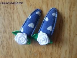 Haarspeldjes, meisje, blauw met witte hartjes en een witte roos.