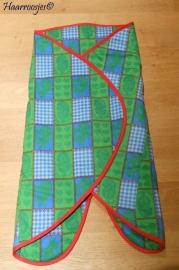 Wrapper, groen / blauw geblokt met rode lijnen.