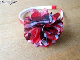 Haardiadeem, rood, met rood geruite bloem.