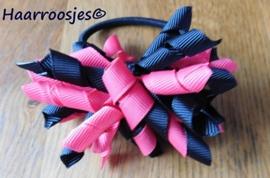 Krulliesss op elastiek, fuchsia roze en zwart.