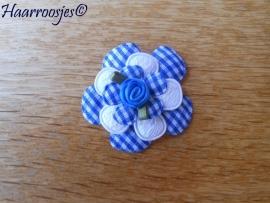 Haarlokspeldje, blauwe geruite bloem, wit kanten bloem, geruit blauw bloemetje en blauw roosje.