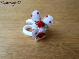 Zachte elastiekjes, groot, wit met witte vlinder met rode polkadots met rood roosje.