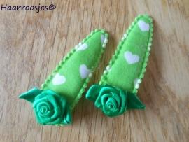 Haarspeldjes, meisje, groen met witte hartjes en een groene roos.
