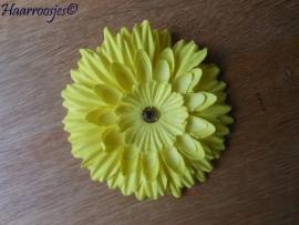 Haarbloem, geel met strass steentje.
