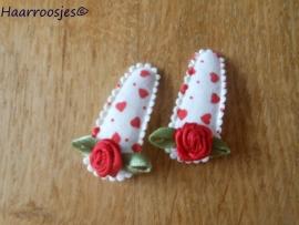 Haarspeldjes, baby, wit met rode hartjes en rood roosje.