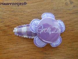 Haarspeldje, peuter/kleuter, paars geruit, met een kanten bloemetje en 'Grote zus'..