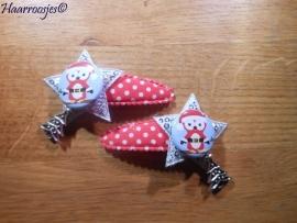 Haarspeldjes, meisje, rood polkadot met zilveren ster met pailletjes, kerstuiltje en bedeltje.