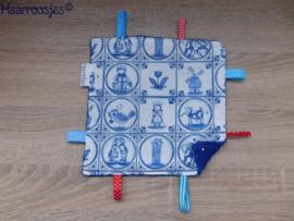 Labeldoekje, delftsblauw en kobalt blauw badstof en 8 labeltjes - 1.
