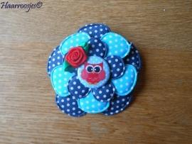 Broche, donkerblauw polkadot , aqua blauw polkadot en donkerblauw polkadot bloem met uiltje en rood roosje.