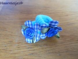 Zachte elastiekjes, klein, blauw met blauw geruit bloemetje en blauw roosje.