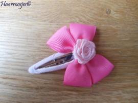 Haarspeldje meisje, met een roze strik met lichtroze roosje.