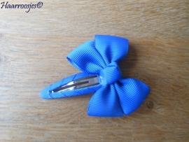 Haarspeldje meisje, met een kobalt blauwe strik.