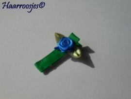 Alligatorspeldje, groen met blauw roosje.