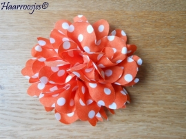 Haarbloem, oranje met witte polkadots.