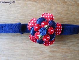 Babyhaarbandje, smal, donkerblauw, met rode polakdot bloem, donkerblauw satijnen bloem, rood polkadot bloemetje en een donkerblauw roosje.