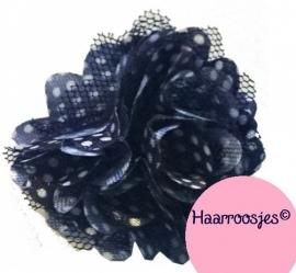Haarbloem, donkerblauw polkadot met satijn en tule.