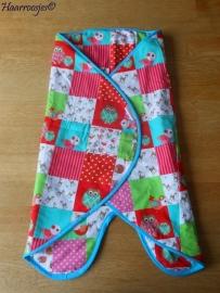 Wrapper, wit / roze / rood / groen / blauw met hertjes, uiltjes en vogeltjes.