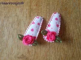 Haarspeldjes, baby, wit met roze hartjes en een roze roosje.