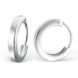 Zilveren kinderoorbellen, ringetjes.