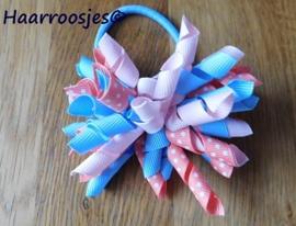 Krulliesss op elastiek, lichtblauw, zalm en lichtroze.