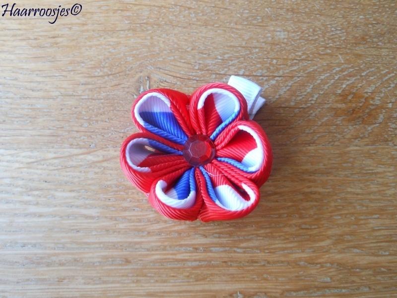 Lintbloem, wit, met rood en rood/wit/blauwe bloem.