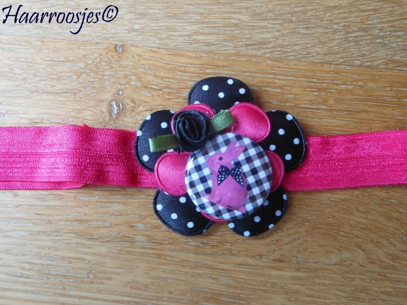 Babyhaarbandje, felroze, zwarte polkadot bloem, effen roze bloemetje, konijntje en roosje.