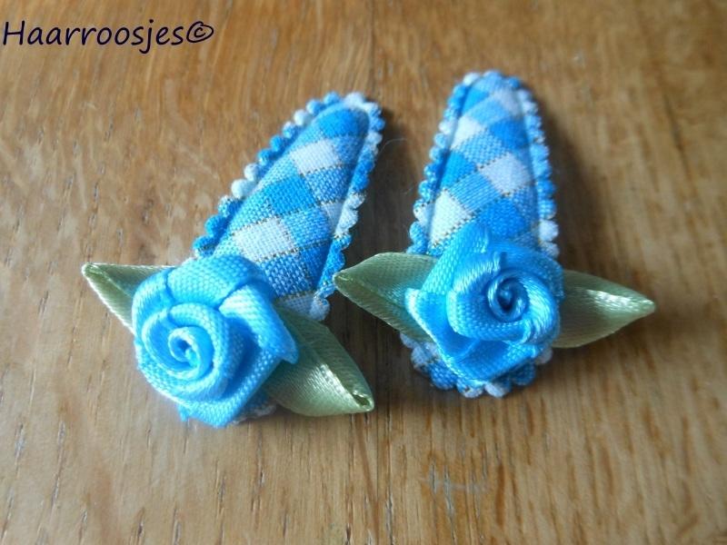 Haarspeldjes, peuter/kleuter, blauw geruit met blauw roosje.