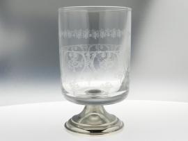 Wijnglas met zilveren voet 679C418