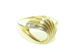 Gouden damesring met 3 diamantjes