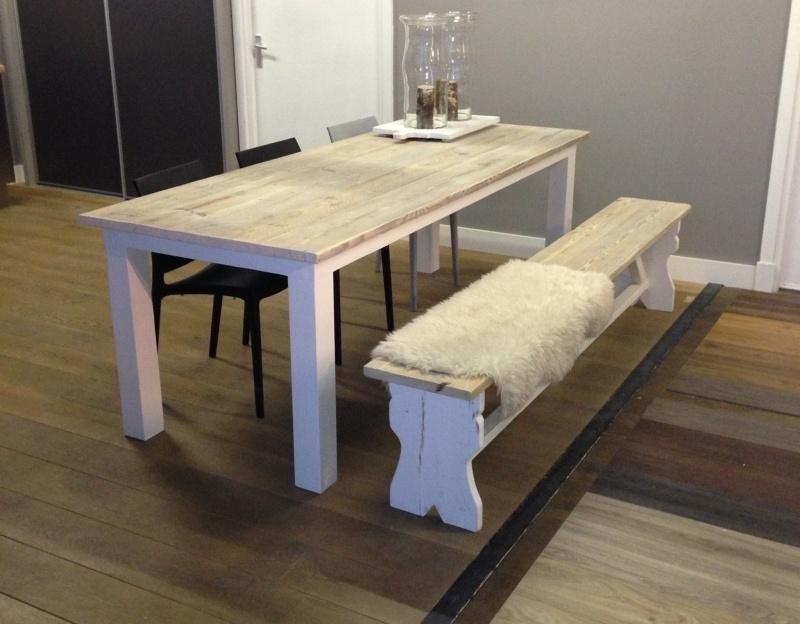 Set van tafel met salontafel.