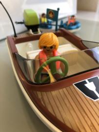 Boot met zwembanden