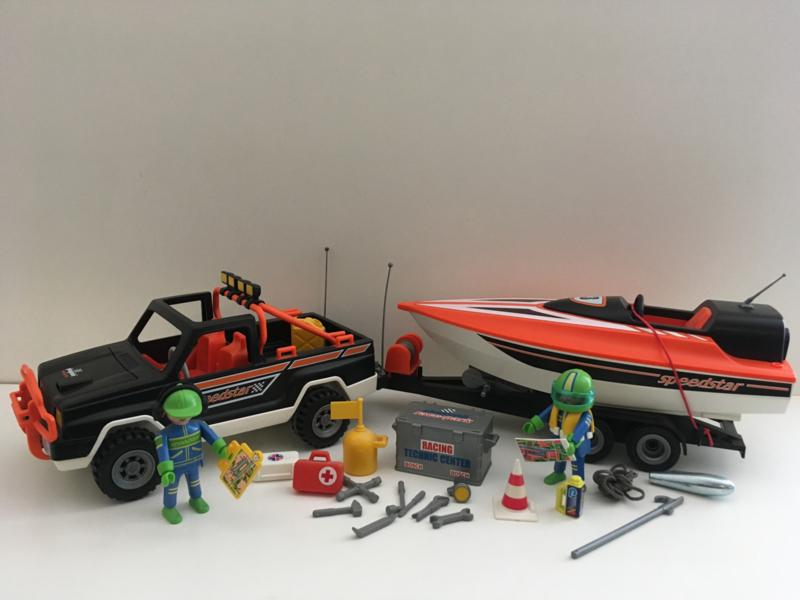 Pickup met speedboat