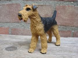 beeldje Airedale Terrier staand