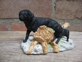 vintage beeldje Labrador zwart met puppy