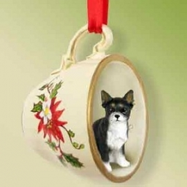 Chihuahua zwart-wit in theekopje