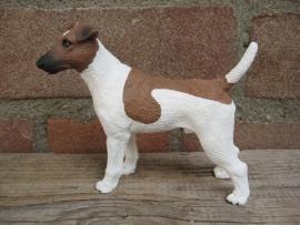 beeldje Fox Terrier gladhaar bruin-wit