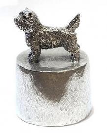 sculptuur Cairn Terrier op asbestemming