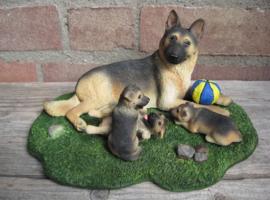 beeldje Duitse Herder met pups