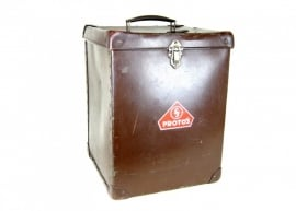 Oude hoge koffer uit jaren `30