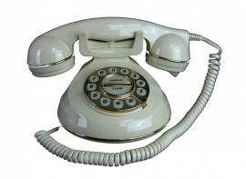 Oude telefoon met draaischijf