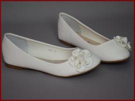 Meisjes / dames schoenen ivoor met bloem.  (344) alleen nog maat 39
